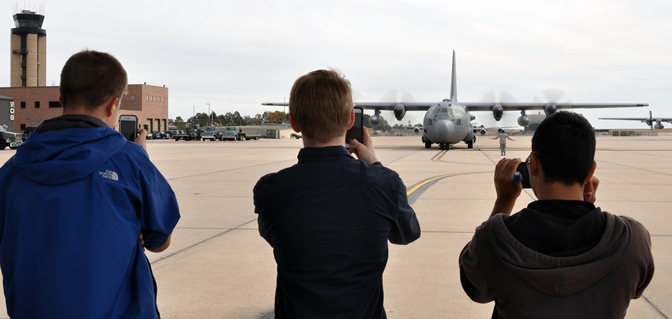 Aviation students visit Reserve wing